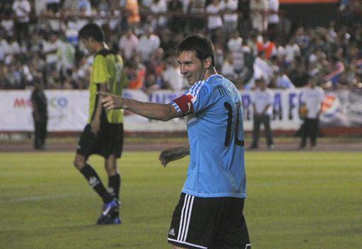ميسي يهزم نجوم المكسيك ودياً