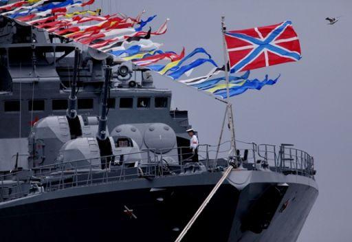 مدفيديف يهنئ البحرية الروسية بعيدها