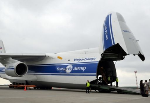 طائرة نقل روسية تقلع من مطار كابول خلال تعرضه لهجوم مسلح
