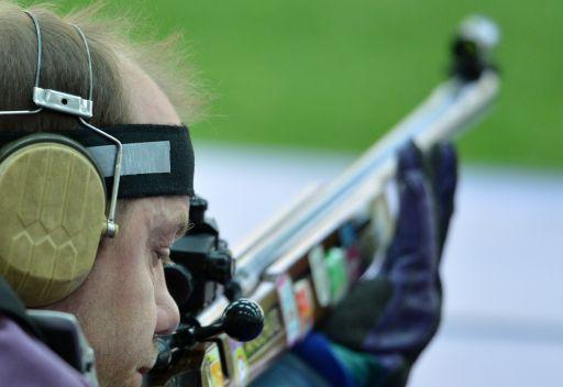 البيلاروسي مارتينوف يعتلي منصة التتويج في الرماية الأولمبية