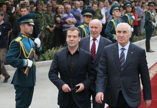 مدفيديف: قرار بدء عملية إرغام جورجيا على السلام كان عادلا وجاء في الوقت المناسب