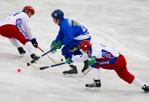 فريق زوركي الروسي للهوكي بالكرة ينتزع ذهبية العالم للأندية