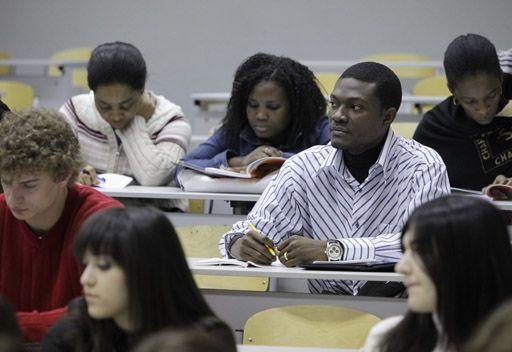لافروف يقترح زيادة عدد المقاعد الدراسية الممنوحة للطلاب الاجانب