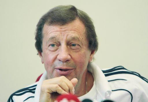 دينامو كييف يعفي المدرب الروسي سيومين من منصبه