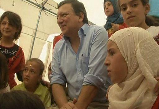 باروزو: الاتحاد الأوروبي يخصص المزيد من المساعدات لإغاثة اللاجئين السوريين بالأردن