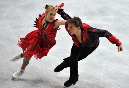 الثنائي بوبروفا-سولوفيوف يتوج بفضية الجائزة الكبرى للرقص الفني على الجليد