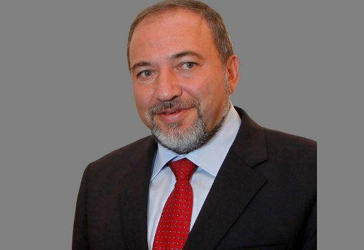 الادعاء العام الاسرائيلي سيقرر في غضون شهر ما اذا كان سيلاحق ليبرمان بتهم فساد