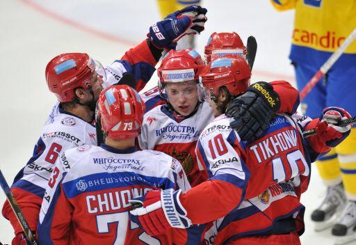 روسيا تهزم السويد في حملة الدفاع عن لقب بطولة كاريالا للهوكي على الجليد