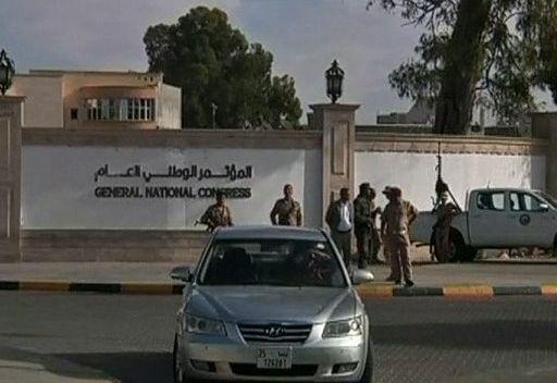 محتجون ليبيون يطالبون بتغيير بعض وزراء حكومة علي زيدان
