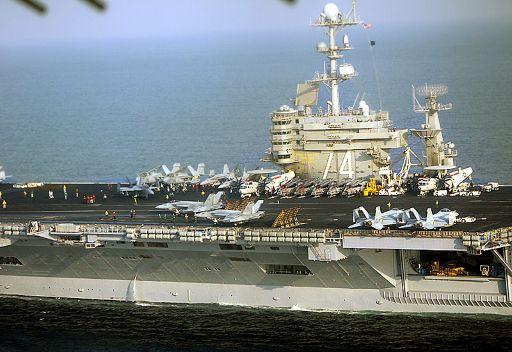 """حاملة طائرات """"جون ستينيس"""" الأمريكية تدخل الخليج 5f85688cbe92d0df1df8"""