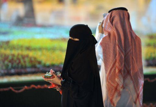سعودية تهدي زوجها عروسا وسيارة فارهة آخر موديل