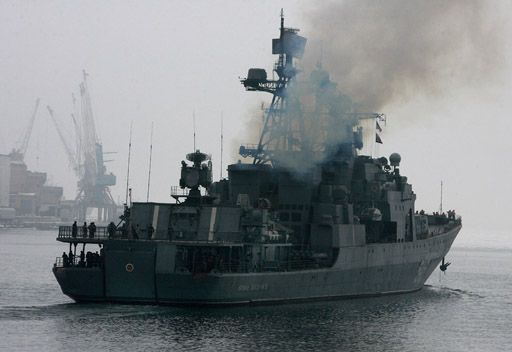 سفينة حربية روسية تزور ميناء ايرانيا