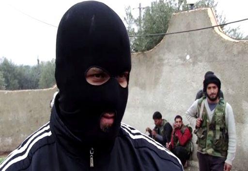 بالفيديو... كوماندوز سوري منشق يقوم بتدريب عناصر من الجيش الحر