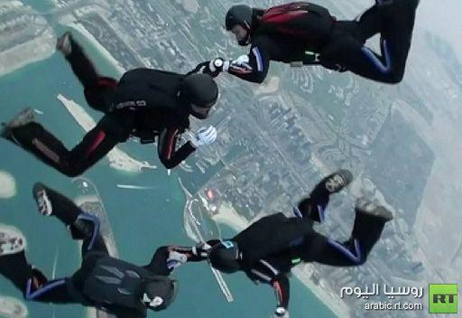 الروس يحققون نجاحا لافتا في بطولة العالم للقفز المظلي