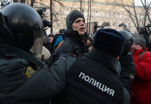 توقيف 40 شخصا في ساحة لوبيانسكايا بموسكو