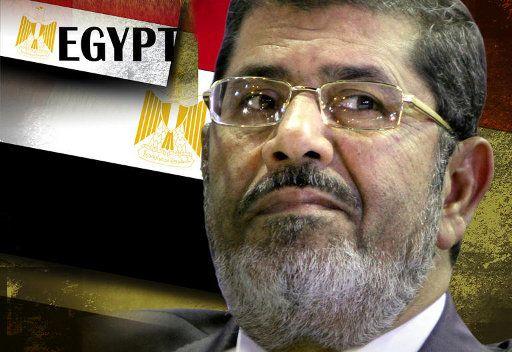 مرسي يبحث ازمة الاعلان الدستوري مع عدد من الشخصيات الحزبية والعامة
