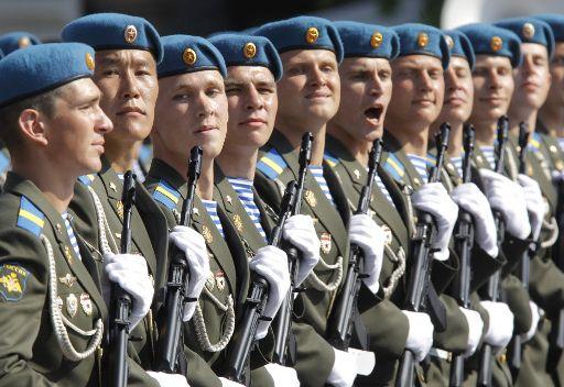 جنرال روسي: قوات الانزال الجوي مستعدة لاجلاء المواطنين الروس من سورية في حال الضرورة