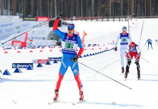 الروسي فيليغجانين يفوز بسباق التزلج لمسافة 15 كلم