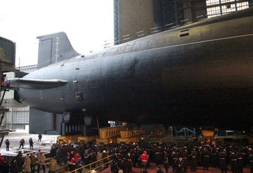 مصدر في قطاع التصنيع العسكري الروسي يعلن عن إنزال غواصة نووية جديدة إلى مياه البحر
