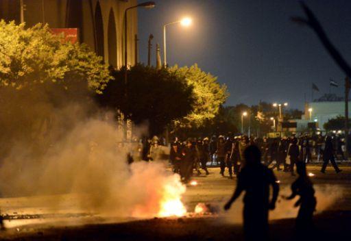 قوات الامن تضرب المتظاهرين بالخرطوش وقنابل الغاز في القاهرة 4ba226f471ec110d1090eef156f993c9