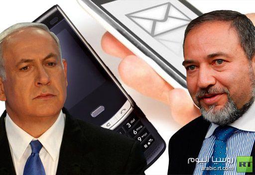 صحيفة: نتانياهو لا يحمل هاتفا خلويا وليبرمان لا يجيد التعامل مع الرسائل النصية القصيرة