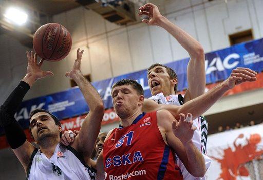 أونيكاخا يقهر تسيسكا موسكو في عقر داره