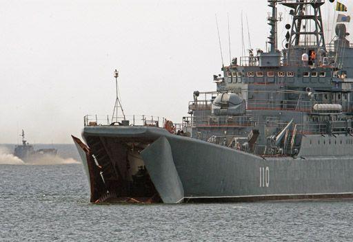 السفن الحربية الروسية تجري تدريبات ناجحة على انزال قوات مشاة البحرية