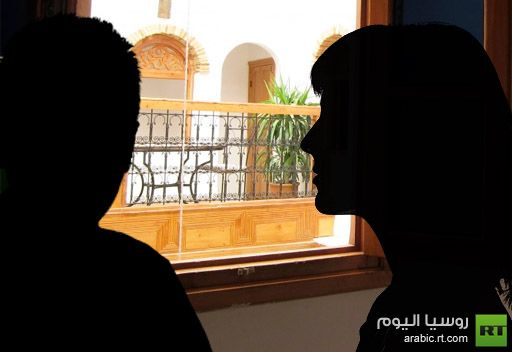 عودة زوجته فجأة دفعته إلى إلقاء عشيقته من النافذة