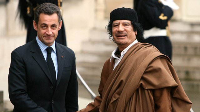 تسجيل صوتي للقذافي يكشف فيه تمويل حملة ساركوزي الإنتخابية (فيديو)