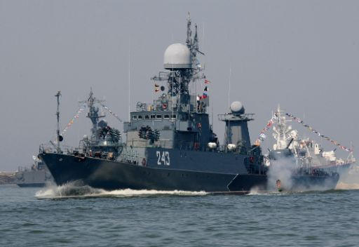 أطقم سفن بحر البلطيق الروسي تستقبل السنة الجديدة في البحر المتوسط
