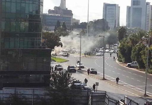 انفجار سيارة قرب مقر وزارة الدفاع الإسرائيلية في تل أبيب ووقوع اصابات