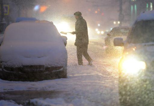 إصابات في موسكو نتيجة سقوط قطع جليد على خلفية هطول الثلوج بكثافة