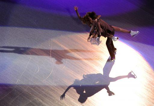 الروسيان ستيبانوفا وبوكين يتصدران في بطولة العالم للناشئين للرقص على الجليد