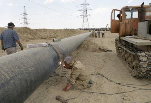 باكستان توافق على مد خط للغاز من إيران