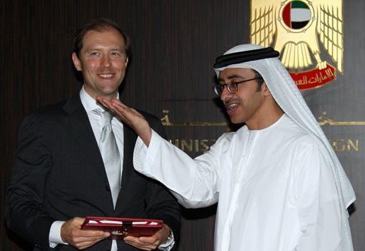 وزير الخارجية الإماراتي يدعو إلى تطوير التعاون مع روسيا في مجال النقل الجوي