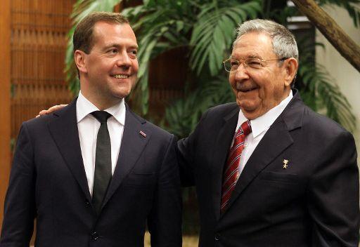 مدفيديف يدعو إلى رفع الحظر التجاري والاقتصادي الأمريكي المفروض على كوبا