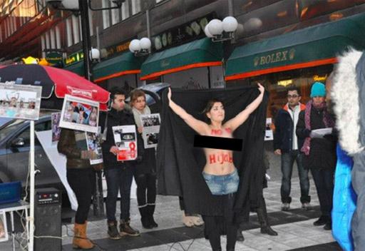 ناشطات إيرانيات ينفذن وقفة تعري احتجاجية في السويد ضد الحجاب