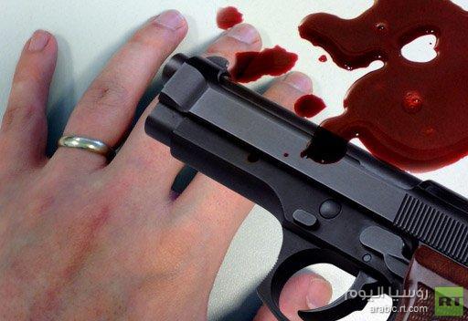 شرطي أمريكي يطلق النار على اصبعه للتخلص من خاتم الزوجية