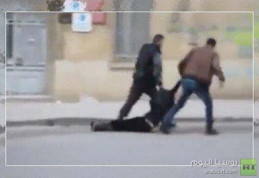 وزارة الداخلية التونسية تفتح تحقيقا في حادث سحل فتاة وتعريتها من قبل شرطييْن (فيديو)