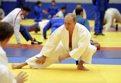 بوتين وستيفن سيجال يفتتحان مجمع