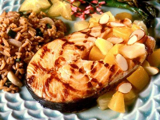 دراسة: تناول الأسماك الغنية بالأوميغا 3 يطيل العمر