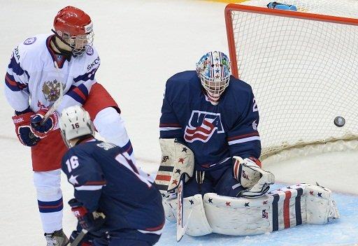روسيا تفوز على أمريكا في بطولة العالم لهوكي الجليد للناشئين