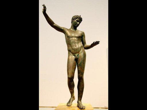 اليونان تستعيد تمثالين عاريين قررت الدوحة ستر