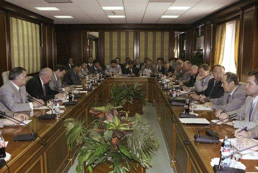 مجلس الاتحاد الروسي يحظر على الموظفين الكبار امتلاك حسابات في البنوك الاجنبية