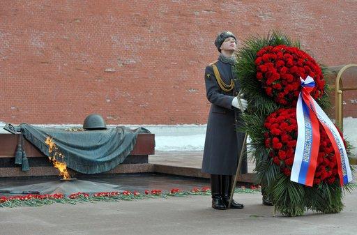 بوتين يضع إكليل زهور على ضريح الجندي المجهول بمناسبة عيد النصر العظيم