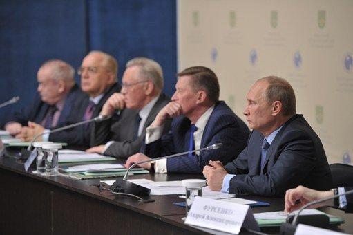 بوتين يحث على تسريع تنفيذ خطة استخدام الغاز في وسائل النقل العامة
