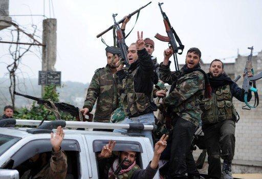 ناشطون: مقتل أكثر من 20 عنصرا لحزب الله في اشتباكات بسورية