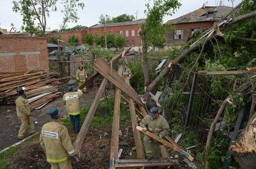 أضرار مادية واصابات باعصار ضرب مدينة يفريموف الروسية