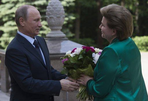 بوتين يمنح أول رائدة فضاء في العالم وسام الكسندر نيفسكي