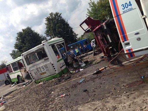 بالفيديو: مقتل 18 شخصا وإصابة العشرات في اصطدام حافلة ركاب بشاحنة في موسكو